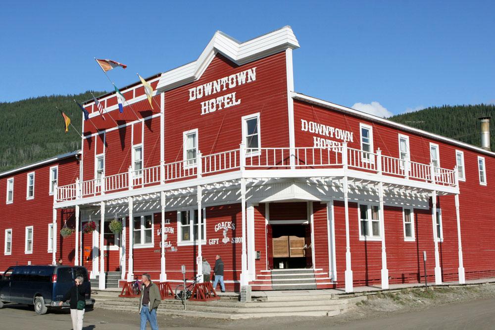 Nicht nur das Downtown Hotel sieht so aus, als wäre in Dawson City die Zeit stehen geblieben