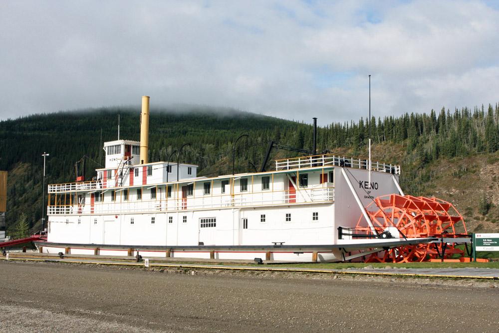 Der Schaufelraddampfer Keno erinnert an die Zeit des großen Goldrausches am Klondike und Yukon in Dawson City