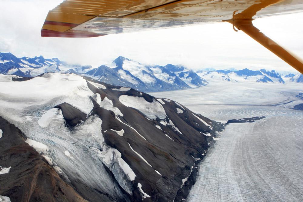 Der Kluane Nationalpark zwischen Kanada und Alska mit seinen Gletschern aus der Luft aus einem Flugzeug