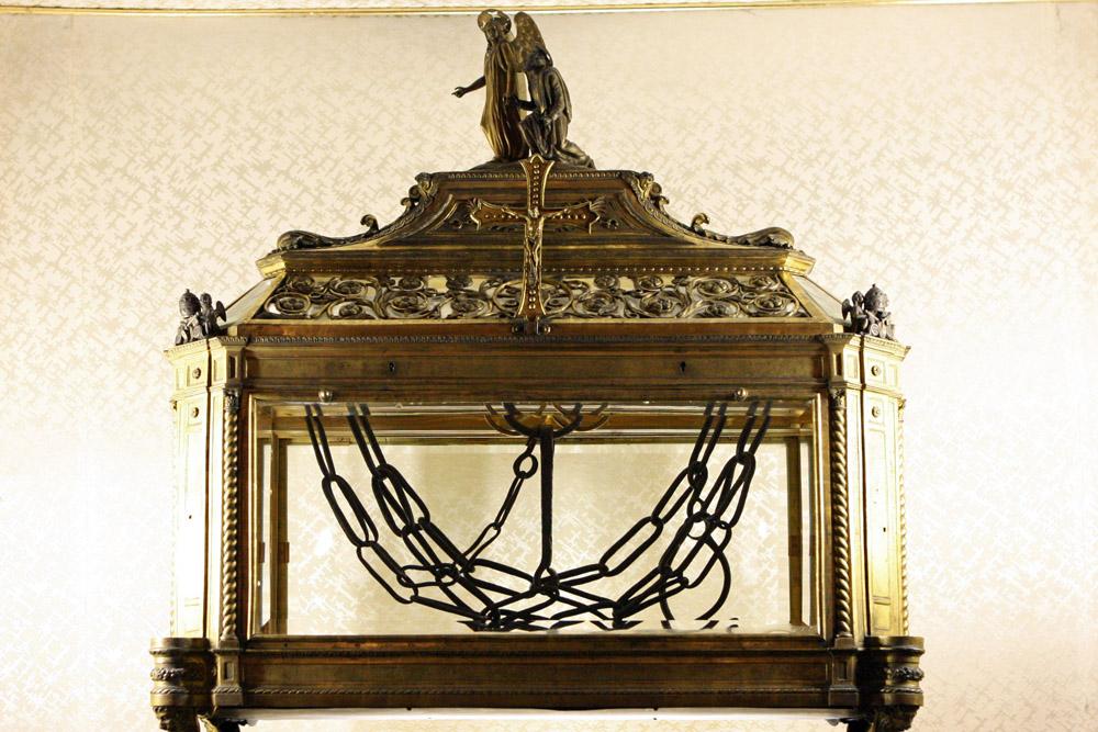 """In der Kirche """"San Pietro in Vincoli"""" werden die Ketten aufbewahrt, mit denen Petrus gefesselt gewesen sein soll."""