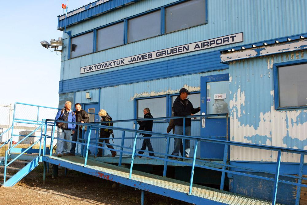 Der kleine Airport von Tuktoyaktuk