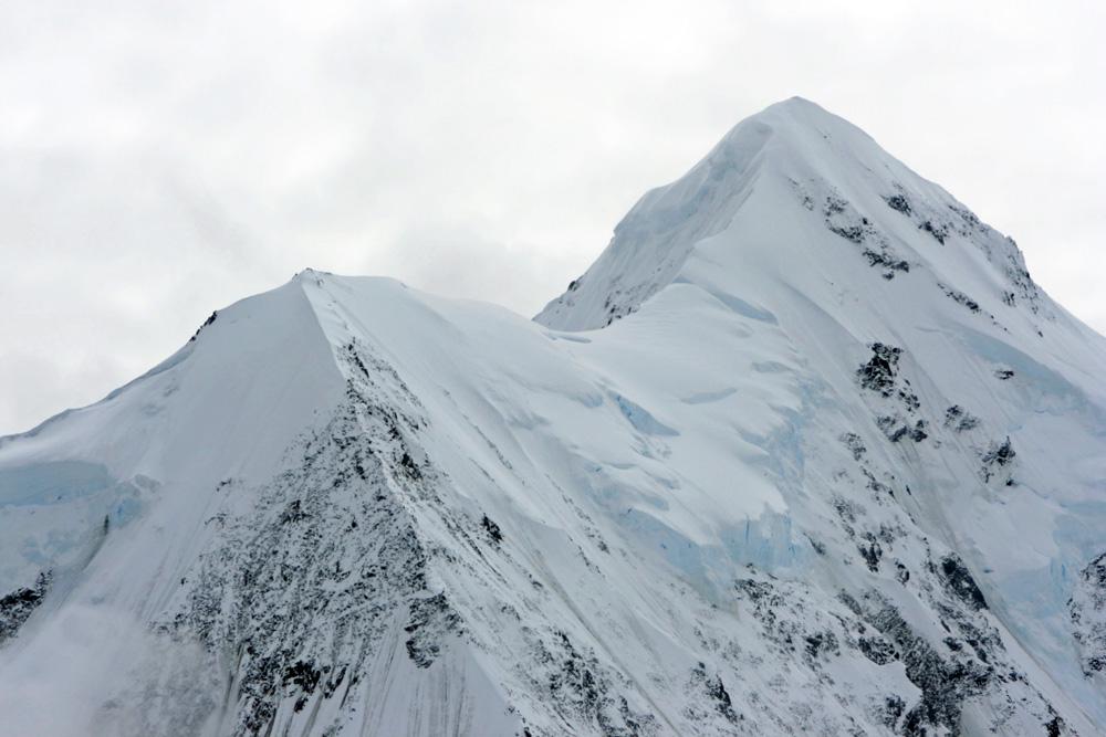 Zum Greifen nah erscheinen die Gipfel im Kluane Nationalpark aus einem Buschflieger im Yukon Kanada