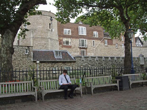 Am Tower of London gibt es auch ruhige Plätzchen.