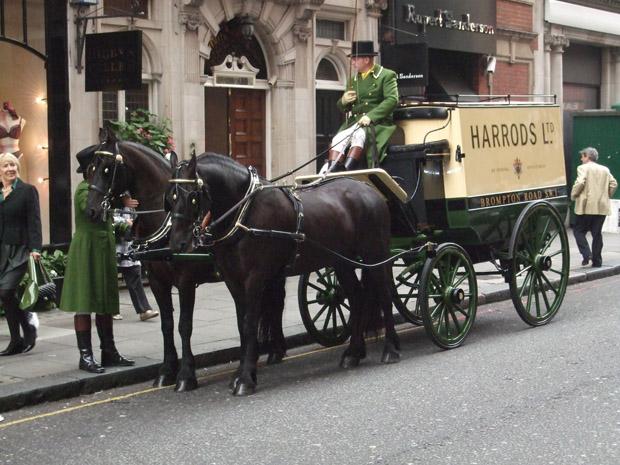 Wer in London zu Harrods geht, sollte einen prall gefüllten Geldbeutel mitnehmen.