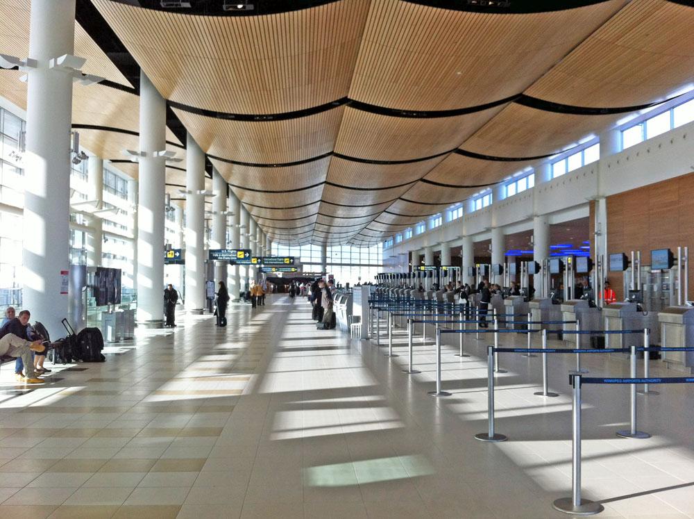 Moderne Architektur im Flughafen Terminal von Winnipeg