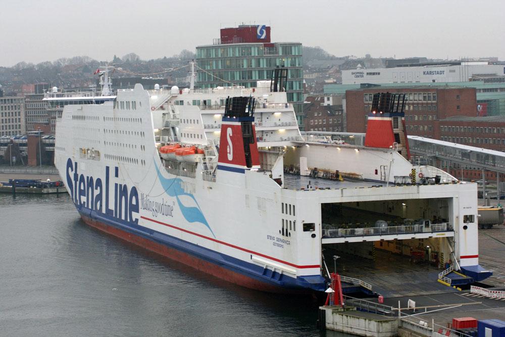 Im Hafen von Kiel liegen auch andere große Schiffe