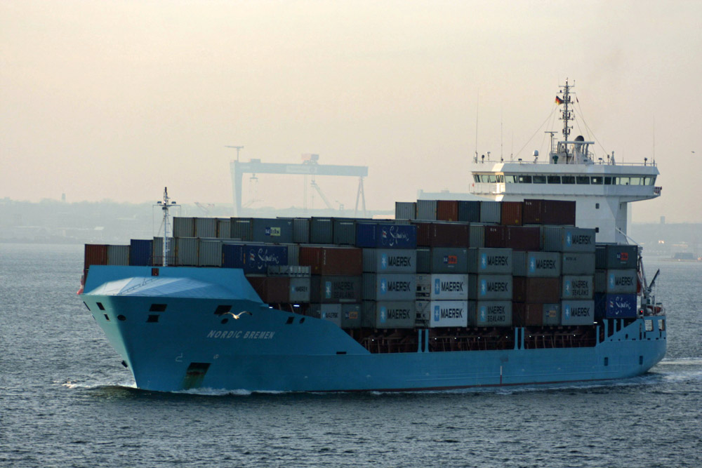 Ein großer Pott verlässt Kiel