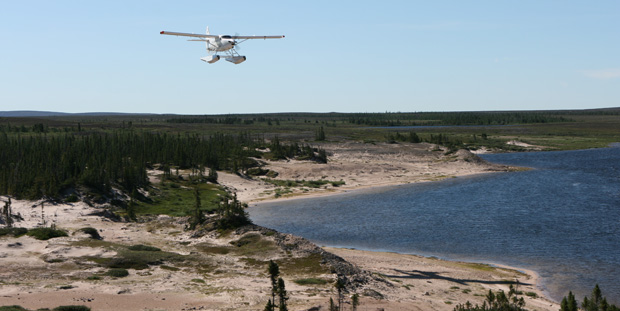 Wir freuten uns, als nach fast zwei Wochen alleine in der Wildnis das erste Flugzeug am Horizont auftauchte