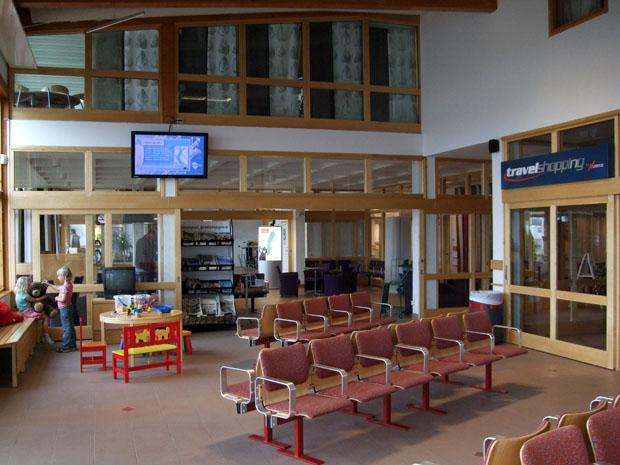 Niedlich und familiär - der Flughafen von Jönköping.
