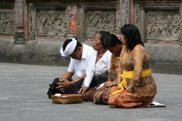 Für die Hindus ist der Tempel ein heiliger Ort.