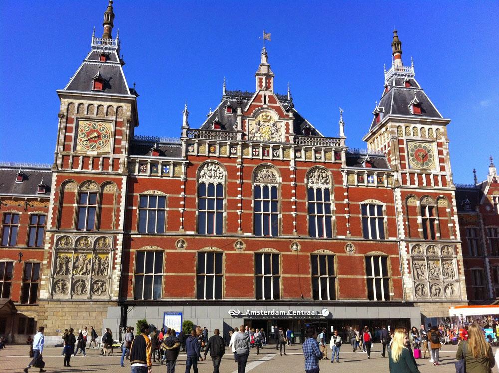 Der Hauptbahnhof Amsterdam