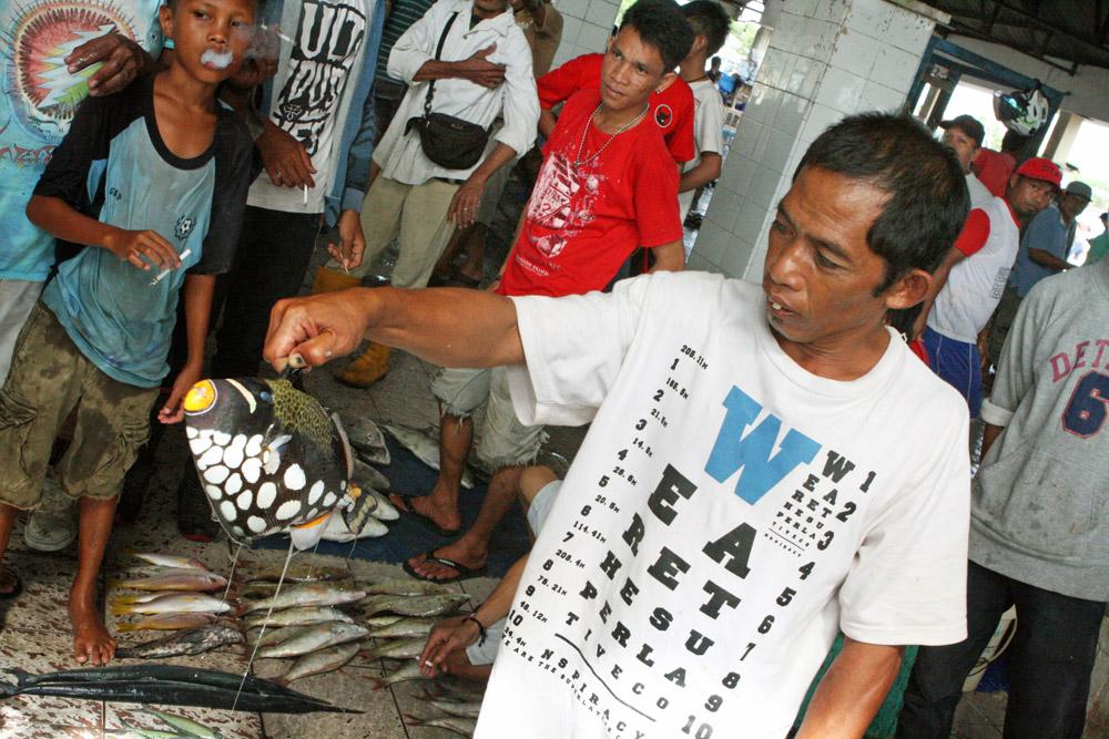 Fischmarkt in Makassar auf Sulawesi in Indonesien