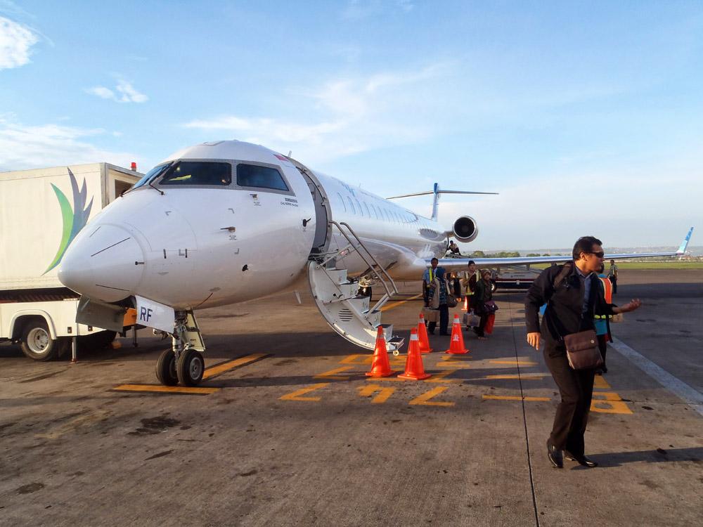 In einem angenehm leeren CRJ 1000 ging es nach Bali.