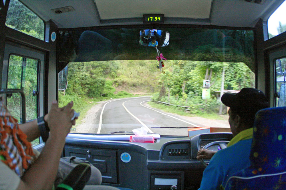 Die Fahrt im Bus durch Indonesiens Hochland war anstrengend, aber ein Erlebnis.