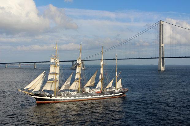 Segelschulschiff Krusenstern vor der Storebæltsbroen.