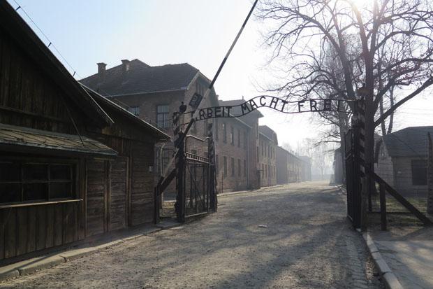 """""""Arbeit macht frei"""" - Eingang zum Stammlager Auschwitz"""
