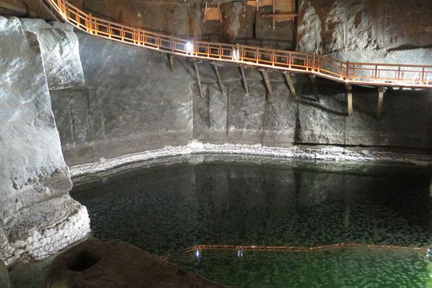 Auch unterirdische Seen sind zu sehen.
