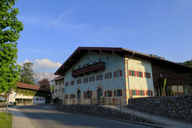 Einfach schön sind die Häuser und Straßen in Bayern