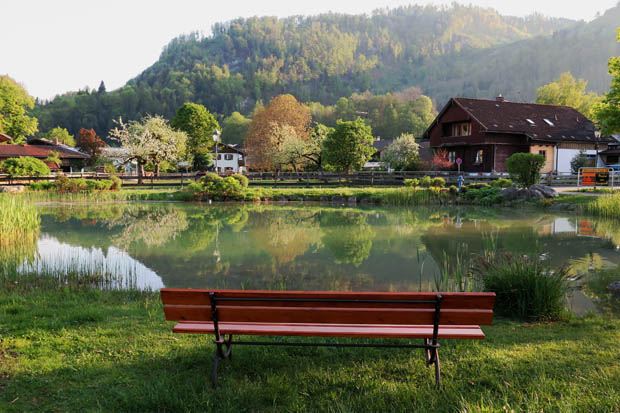 Am Dorfteich in Oberaudorf kann man ausspannen