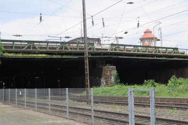 Blick vom Wehr in die andere Richtung. Dort befindet sich der Hauptbahnhof.