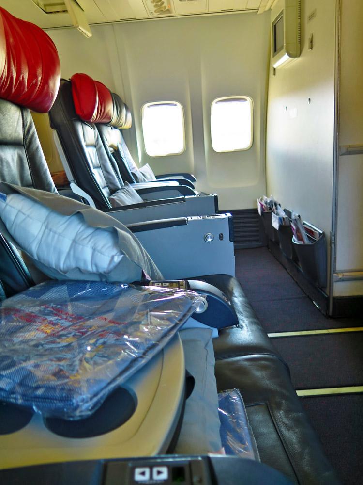 Die komplette erste Reihe in der Boeing B737 von Turkish Airlines in der Business Class war frei, wie ein Blick in die Kabine zeigt