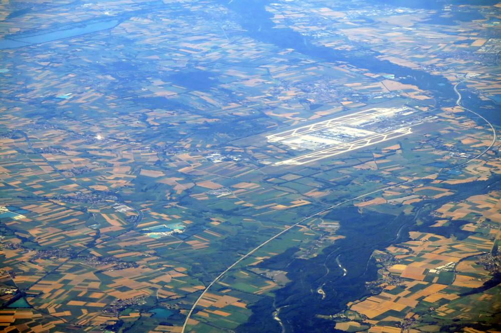 Luftaufnahme des Flughafen München von oben