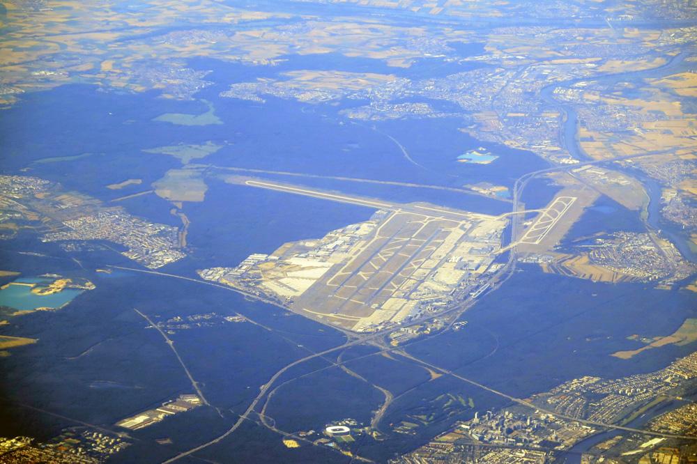 Der Flughafen der Mainmetropole Frankfurt von oben