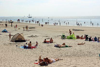 Am Strand von Norderney mit dem Wattenmeer