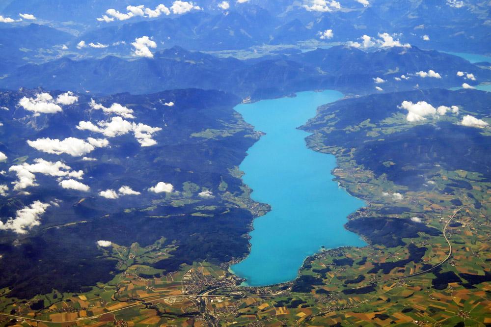 Luftaufnahme vom Attersee in Oberösterreich von oben