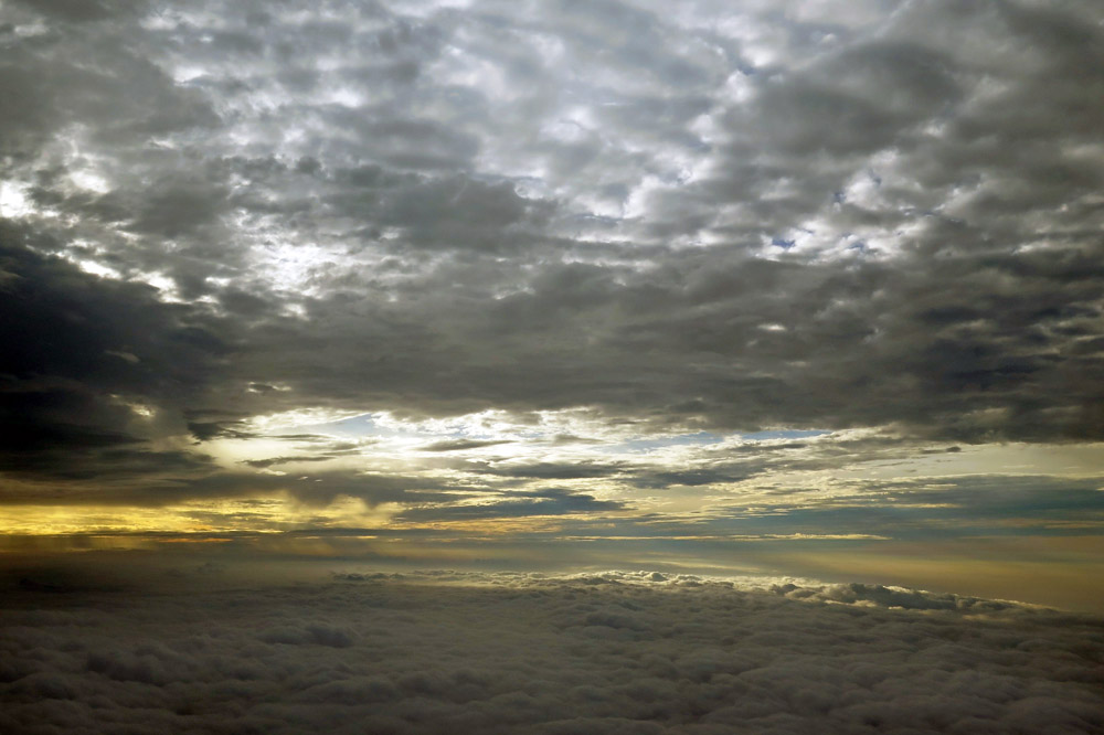 Sonnenaufgang kurz vor der Landung in Kathmandu