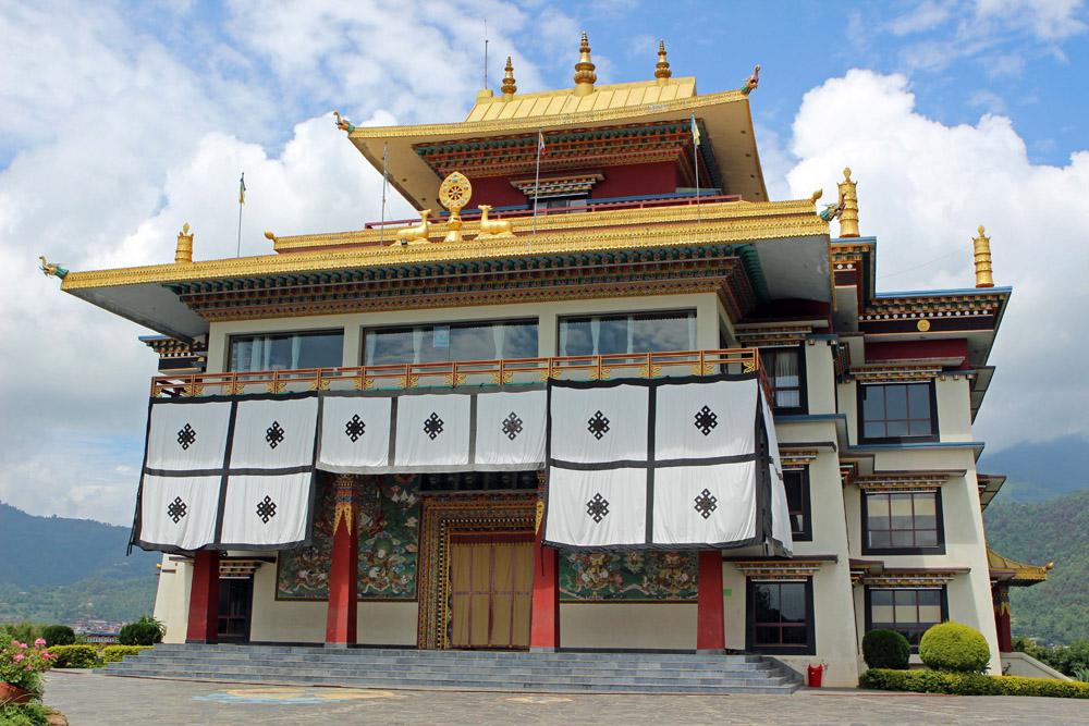 Ansicht des Klosters bei Kathmandu in Nepal von vorne