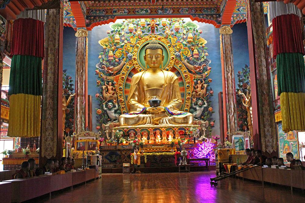 Eine Übernachtung in einem buddhistischen Kloster in Nepal wie hier in der Neydo Monastery Pharping bei Kathmandu ist ein ganz besonderes Erlebnis
