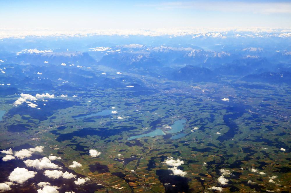 Obertrumer-, Graben und Mattsee sowie der Wallersee mit Salzburg im Hintergrund