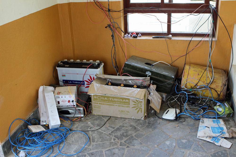 Um gegen Stromausfälle gewappnet zu sein, wird in Nepal gerne improvisiert