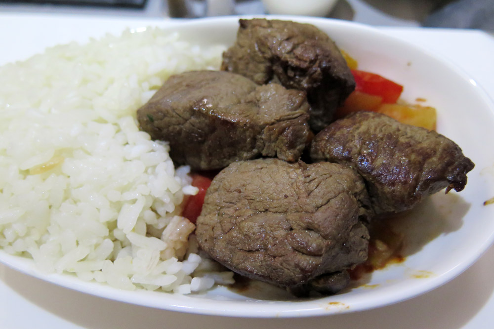Hauptgang mit Fleisch bei Turkish Airlines