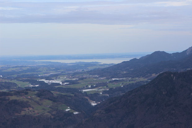 Auch der Chiemsee ist vom Gipfel aus zu sehen