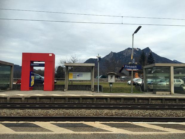 Die Wanderung kann am Bahnhof Flintsbach beginnen