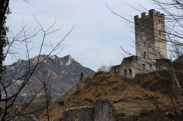 Auch wer nur bis zur Burg wandert, hat ein lohnendes Ziel