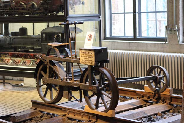 So sah 1884 ein Eisenbahn-Fahrrad aus