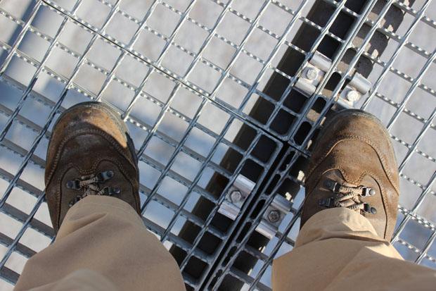 Unter den Füßen hat man überall einen freien Blick nach unten