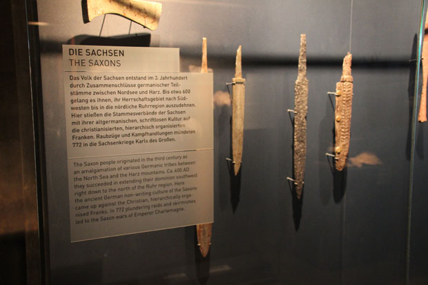 Waffen von Sachsen, Franken und aus neuerer Zeit sind ausgestellt