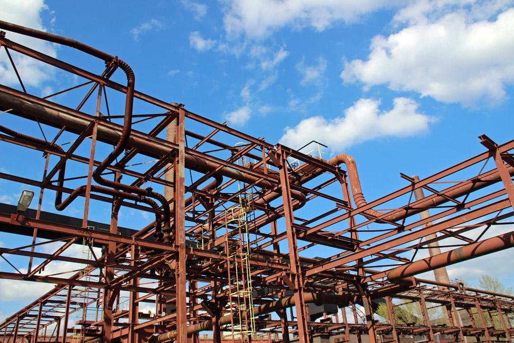 Rohre auf der Kokerei Zollverein im Ruhrgebiet