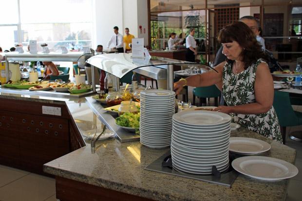 Am Hotelbuffet gibt es einen Vorgeschmack auf das kulinarische Zypern