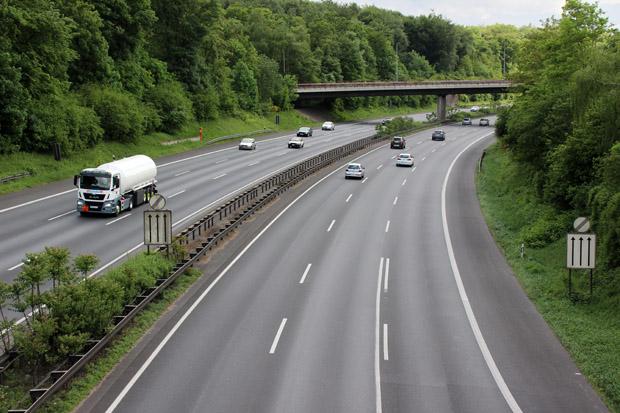 Die Autobahn A3 teilt den Zoo in zwei Hälften
