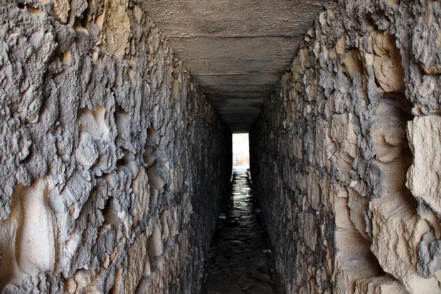 Wer nicht über die Straße laufen will, benutzt den Tunnel