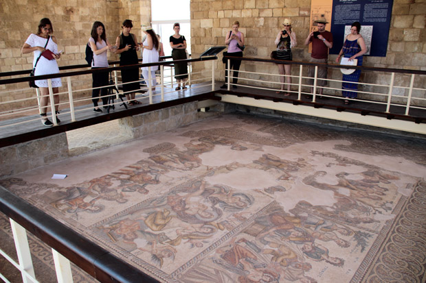 Die Villa des Aion beherbergt ein sehr großes Mosaik