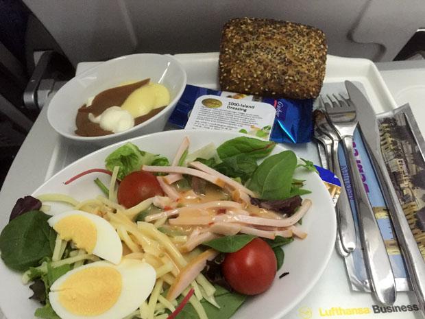 Auf dem Flug nach Münster/Osnabrück wurde ein Salat gereicht