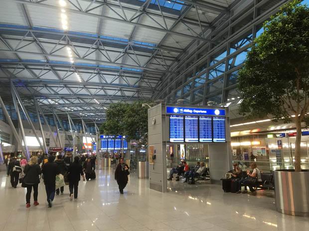 Um 6 Uhr war es am Flughafen schon recht voll