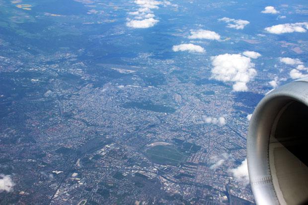 In der Hauptstadt stechen vor allem die Flughäfen Tempelhof und Tegel, der Tiergarten und das Olympiastadion hervor