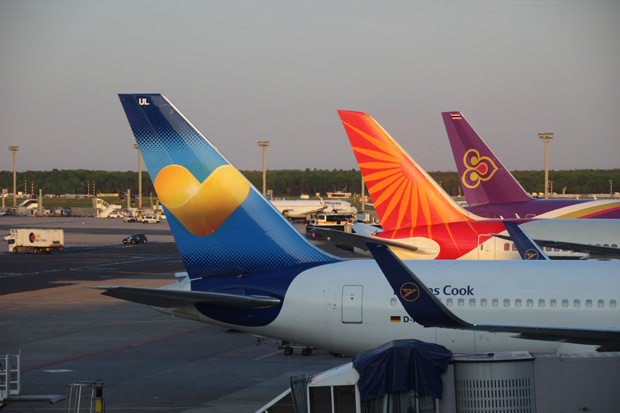 Condor, Air India und Thai Airways glänzen in der Sonne
